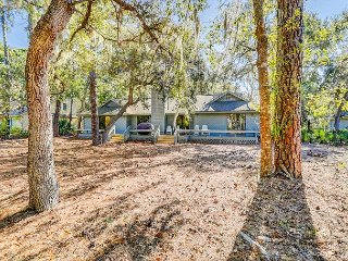 Lakefront 3BR/3BA w/ Fishing Dock, Expansive Deck & Grill – Walk to Beach