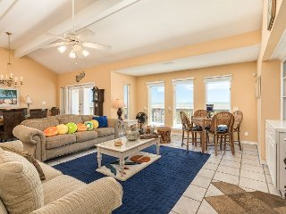 Casa Bonita: Gulfside 3BR w/ Deck, Winter Wonderland