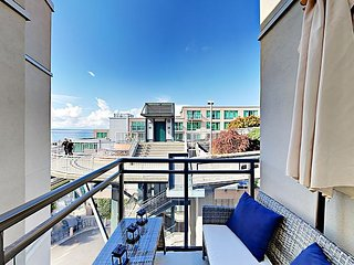 1BR w/ Balcony & Water Views – Walk or Bike to Downtown Attractions