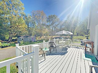 Immaculate Redesigned 4BR Cape – Walk to Town Pier & Boothbay Harbor