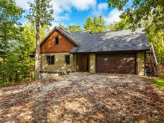 Secluded & Spacious 5BR w/ Pool Table - On Wooded Lot, Near Hungry River