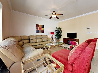 Spacious 2BR Condo with Pool - Walk 2 Minutes to the Beach