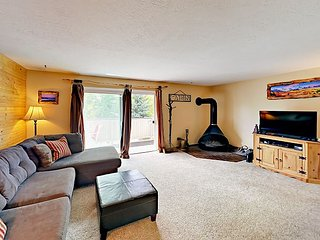 Convenient 3BR Condo Near Slopes, Lake, & Trails