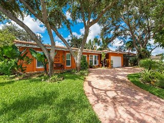4BR Emerald Hills Hollywood Home w/ Heated Pool, Resort-Style Patio, Garden