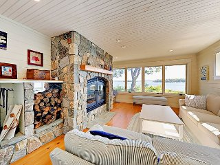 New Custom Waterfront 3BR w/ Expansive Views & Fire Pit