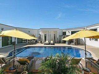 Luxurious Hilltop 3BR w/ Stunning Ocean Views, Fire Pit, Hot Tub & Sauna