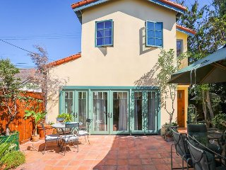 1BR Spanish-Style Guest House in Hancock Park—Walk to Melrose Ave.