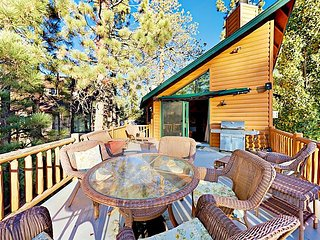 Charming 3BR w/ Private Hot Tub, Pool Table & Big Bear Lake Views