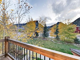 Modern 3BR Townhouse w/ Mount Royal Views - Close to Skiing