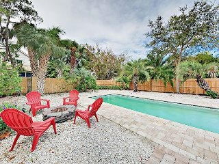 2BR w/ Pool & Screened Patio – Walk to Indian Rocks Beach