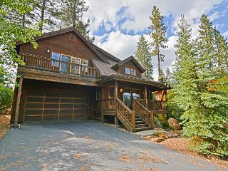 3BR w/ Deck & Fire Pit - Near Truckee, Skiing, Golfing & Water Sports