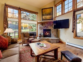 Luxe 4BR Townhouse w/ Private Hot Tub - 10 Minute Walk to Ski Area & Dining