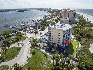 2BR Condo, Beachfront - Near Bowditch Point Park & Close to Pier