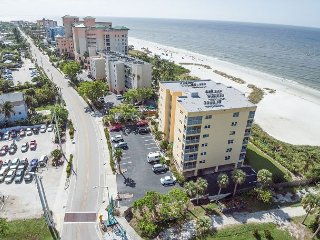 2BR w/ Panoramic Ocean Views - Near Bowditch Point Park & Close to Pier