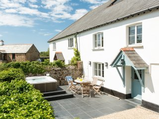 Godolphin Cottage 2, Burn located in Bude, Cornwall