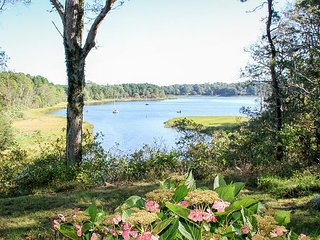 Riverside 5BR w/ Bay Views - Minutes to Nature Hikes, Beaches & Restaurants