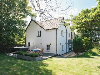 Godolphin Cottage 1, Burn located in Bude, Cornwall