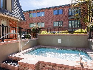 2BR w/ Fireplace & Hot Tub – 100 Yards to Slopes, Walk to Dining