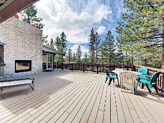Remodeled 5BR w/ Private Hot Tub & Gourmet Kitchen - 2 Blocks to Heavenly
