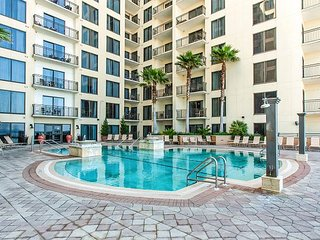 Studio Condo w/ Pool & Private Beach Access - Walk to Shops & Restaurants