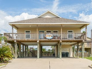 2 Houses in 1 Rental - 8BR w/Decks & Private Fishing Pier - 4 Blocks to Beach