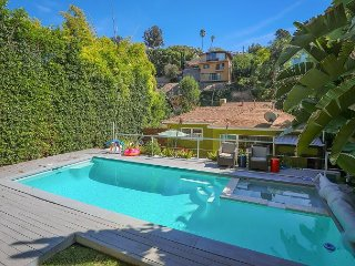 Modern 2BR w/ Pool & Office in Hip Silverlake – Walk to Dining & Shopping