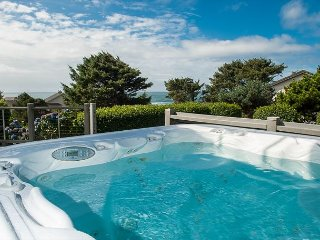 Spectacular 4BR Overlooking the Ocean - Views of the Waves from Every Bedroom