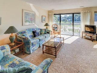2BR Palmetto Dunes Townhouse w/ Views of Lagoon & George Fazio Golf Course