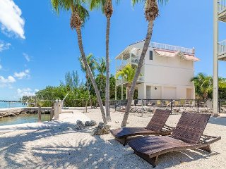3BR w/ Ocean-View Rooftop Deck, Beach & Pool Access Boat Storage Available