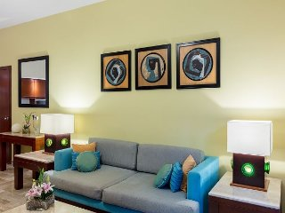 1BR Suite w/ Separate Living/Dining Area, Kitchen & Views