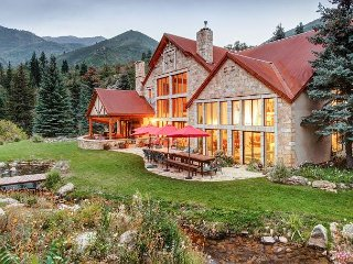 Stunning 7BR Estate w/ Indoor Pool, Hot Tub & Racquetball - Near Ski Slopes