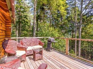 Modern 1BR Sprucewold Log Cabin w/ Screened Porch, Beach Access