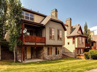 Updated Bear Hollow 4BR w/ Deck, Private Hot Tub, Garage & Pool - Near Skiing