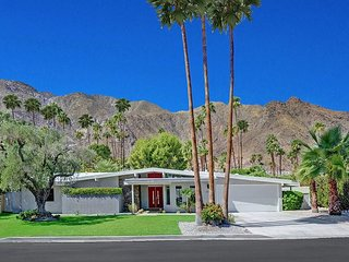 4BR/3BA+ 1BR/1BA Casita in Historic Old Las Palmas Palm Springs Pool/Jacuzzi