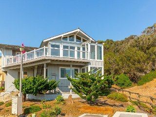 Beachside 4BR w/ Bay Views - Spot Wildlife from Deck, Steps to Sand