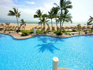 2BR Grand Suite w/ Private Plunge Pool, Balcony & Views