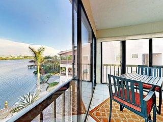 Stylish 3BR Condo on Intracoastal Waterway w/ Pool, Pier & Deck