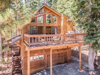 Roomy Tahoe Donner 4BR w/ BBQ – Close to Dining & HOA Amenities