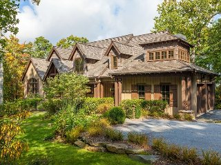 Spacious 5BR Mountaintop Estate – Close to Hiking Trails & Waterfalls