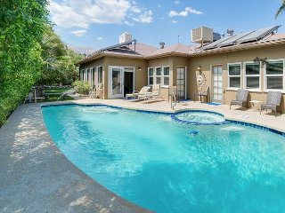 Spacious Celebrity 5BR Near Downtown – Walk to Dining, Shopping, & Parks