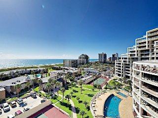 3BR Condo w/ Wraparound Balcony, Gulf Views & Resort Amenities—Walk to Beach