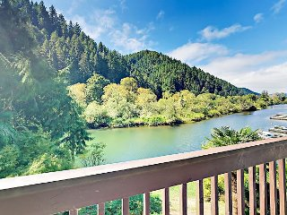 Fall Savings! Remodeled 2BR on Scenic Umpqua River - 10 Minutes from Downtown