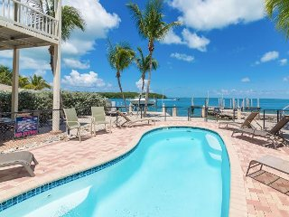 Bayside 3BR/3BA w/ Heated Pool, Dock Access, Rooftop Terrace & Stunning View