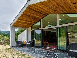 Private Modern Reprieve Studio on 10 Acres, Over 20 Wineries Within 10 Miles