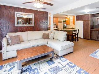 2BR Dog Friendly w/ Fenced Yard - Drive Minutes to the Beach, Dining, Fishing