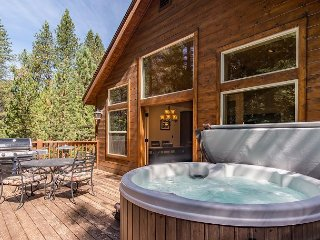 3BR w/ Hot Tub, Grill, & Fireplace ? Near Bike Path & Shared Pool