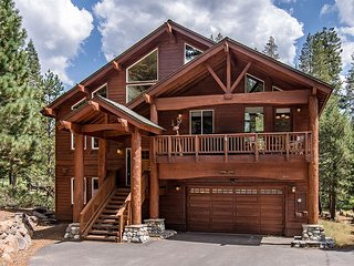 Tahoe Donner 5BR w/ 3 Decks, Hot Tub, 2 Fire Pits, BBQ, Pool Table & More