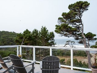 Oceanfront 4BR w/ Two Living Rooms, Pacific Views, & Direct Beach Access