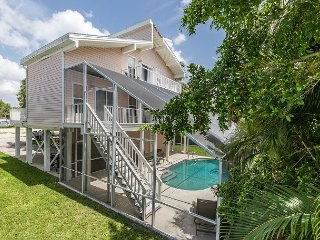 4BR w/ Private Pool & Lanai, Short Walk to Fort Myers Beach & Estero Bay