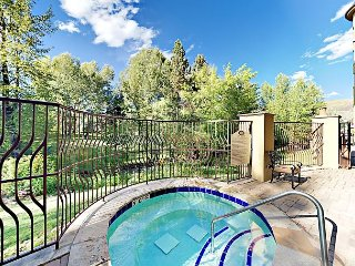 Upscale 3BR Condo w/ Hot Tub, Pool & Fitness Center – Near Skiing